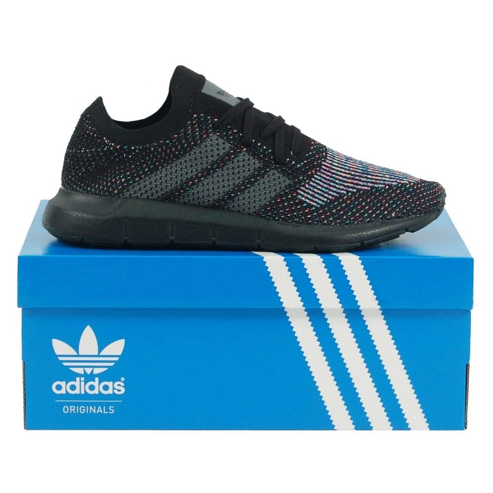 Adidas originali swift run nucleo nero grigio cinque uomini vestiti da
