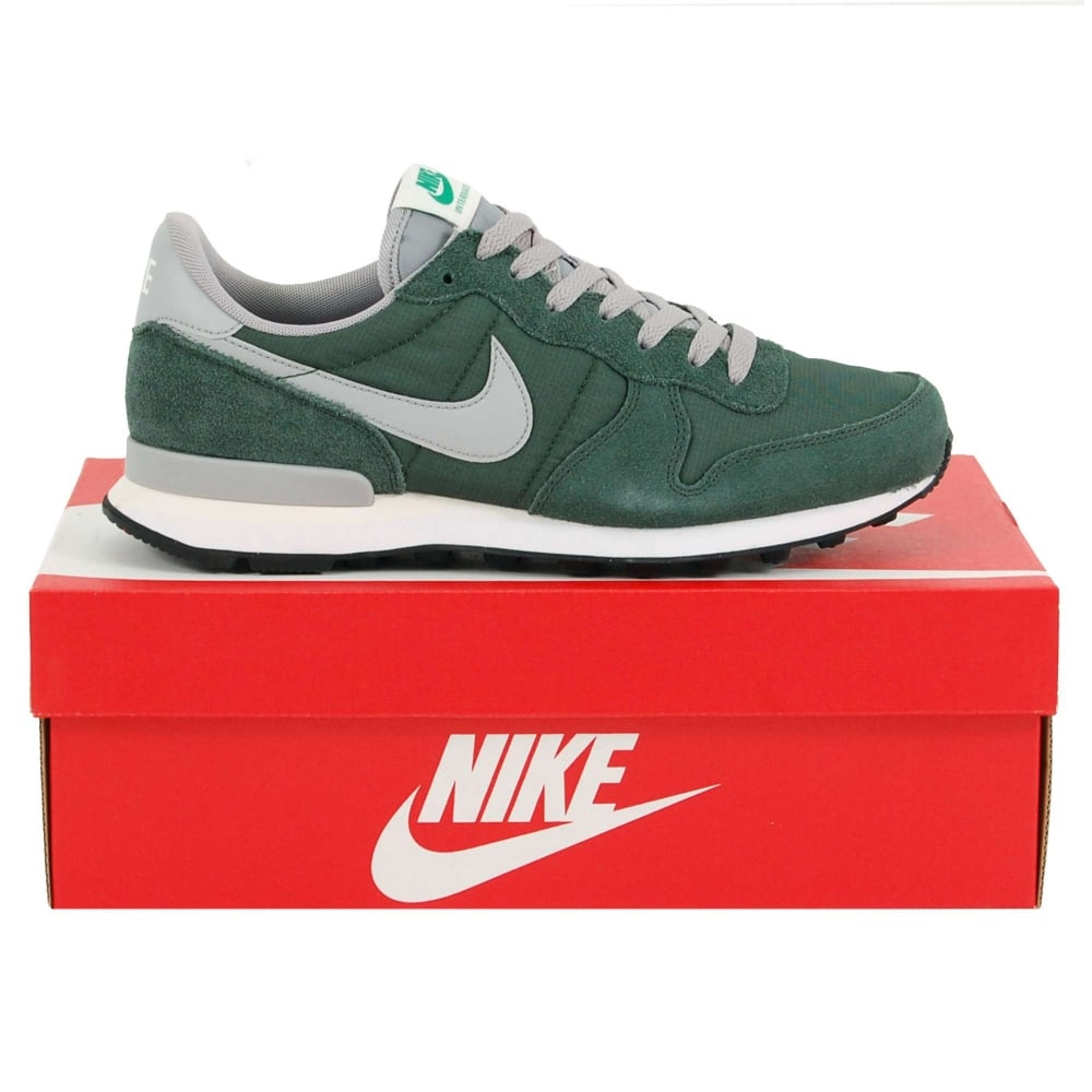 new style 6a22e e4001 Internationalist Gorge Green Matte Silver Grove Green Wmns Nike  Internationalist ...